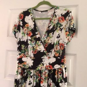 Floral Maxi dress! Never worn